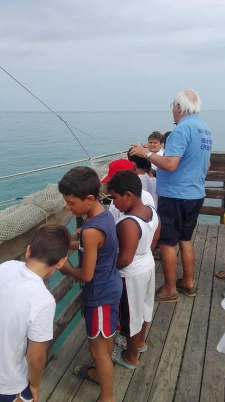 """Una mattinata alla scoperta del mare i ragazzi del Jump in visita ai """"quadri"""" dei pescatori"""